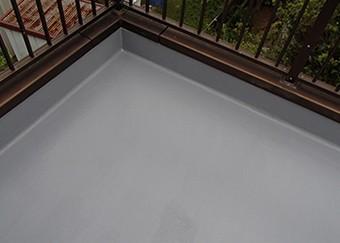 トップコートを数回塗布してFPR防水工事は完了です