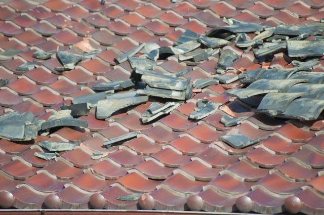 屋根の瓦が割れてしまう原因とは?