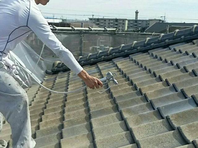 屋根塗装の下塗り剤の役割