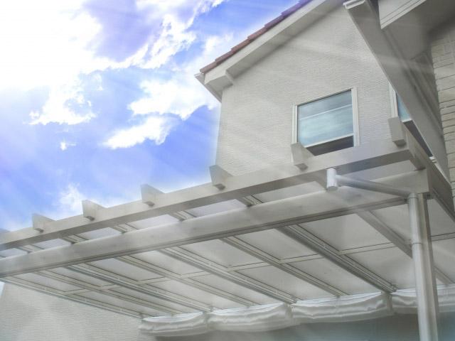 紫外線などにさらされた屋根や外壁