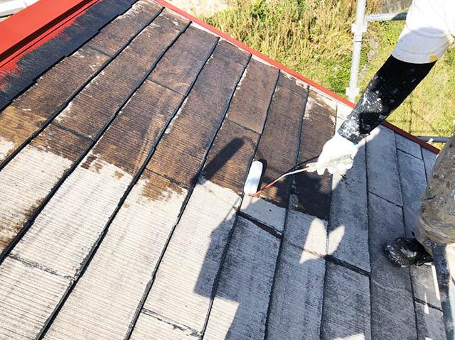 屋根塗装 プライマー塗ってる